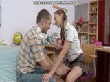 Safado seduziu a irmã e socou a rola na bucetinha da novinha amadora
