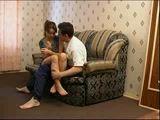 fodendo a irmã no sofa da sala em video porno que caiu na net