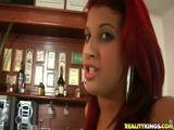 Cliente safado fodendo a garçonete do bar e cai na net com video porno