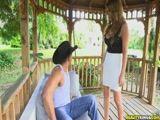 A mulher do patrão de uma fazenda fodendo com o seu peão e amigo filmando o Video Porno