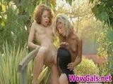 amiguinhas de Anitta brincando de Lésbicas