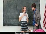 Professor safado negocia Virgindade de aluna por uma boa nota e fode a Colegial dentro da sala de aula