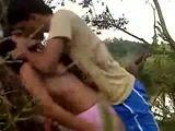 Novinha fodendo no mato com seu namoradinho pauzudo cai na net