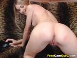 Novinha Gostosa se masturbando no sofá neste video de Porno com Novinhas