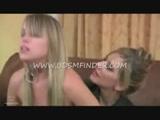 Mãe e filha transando neste video de lesbicas Incesto