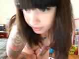 Novinha se masturbando na webcam faz sucesso ao tirar a rouba e gozar online