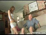 Novinha dando para o vovô safado