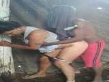 Incesto Brasileiro fodendo sua filha neste video porno é flagrado socando a rola na Novinha