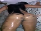 Gostosa pelada fazendo video porno para namorado caiu na net com essa gostosa pelada