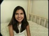 Novinha com vergonha fodendo gostoso neste video de novinha que caiu na net
