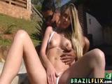 Loira Brasileira gostosa se masturbando ao ar livre e fodendo com namorado