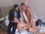 Novinha dando pra Gogoboy na frente do marido corno com video que vazou na net