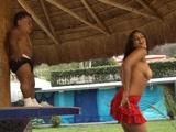 Brasileirinha Gostosa transando com anão no video Porno Brasileiro