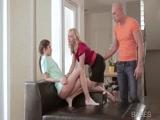 Incesto Novinha fodendo com seu namorado e sua mãe junto no video Incesto