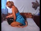 Zoofilia Loira gostosa fodendo com seu cachorro na cama e marido corno filmando o Video zoofilia