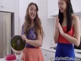 Duas novinhas Lesbicas transando gostoso no video amador delas gozando gostoso