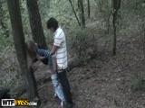 Primo tarado fodendo a prima no meio do Mato neste video Porno incesto amador