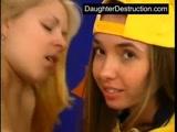 Duas Novinhas muito gostosa fazendo sexo com primo cai na net com Filme Porno de Novinhas