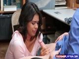 Novinha Brasileirinha fazendo boquete e fodendo com professor dentro da blibioteca
