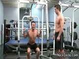 Gays fazendo sexo na academia