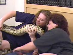 Videos de Zoofilia com cunhadas fodendo com cobra gigante neste video amador porno