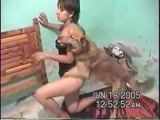 Thais fodendo com cachorros
