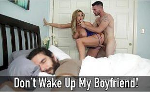 Bem dotado mete com a mulher do melhor amigo enquanto ele dorme tranquilo