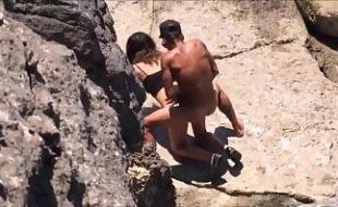 Flagra amador real casal fodendo na praia de Arbricó