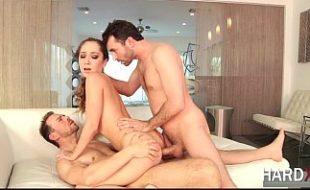 Gata quente cai na suruba com dois colegas de trabalho casados